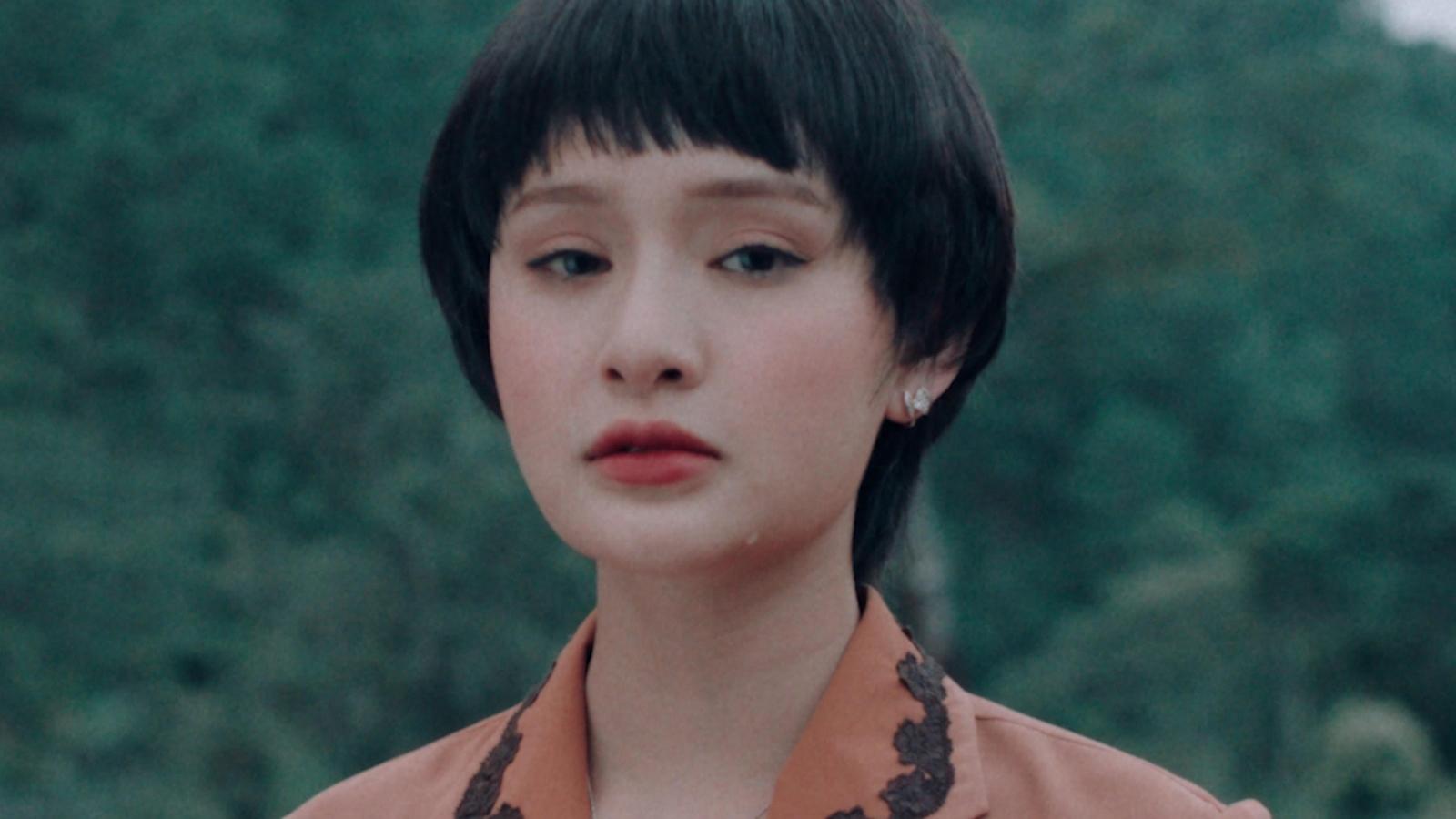 Hiền Hồ trở lại với ballad sau 1 năm yên ắng
