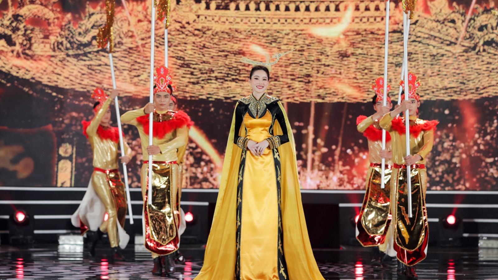 Đặng Thu Thảo, Kỳ Duyên trình diễn áo dài trong đêm chung kết HHVN 2020