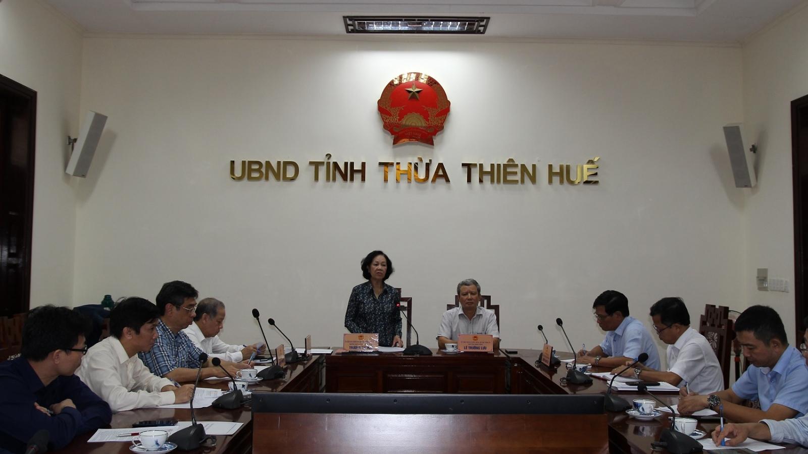 Trưởng ban Dân vận Trung ương làm việc và tặng quà tại tỉnh Thừa Thiên Huế