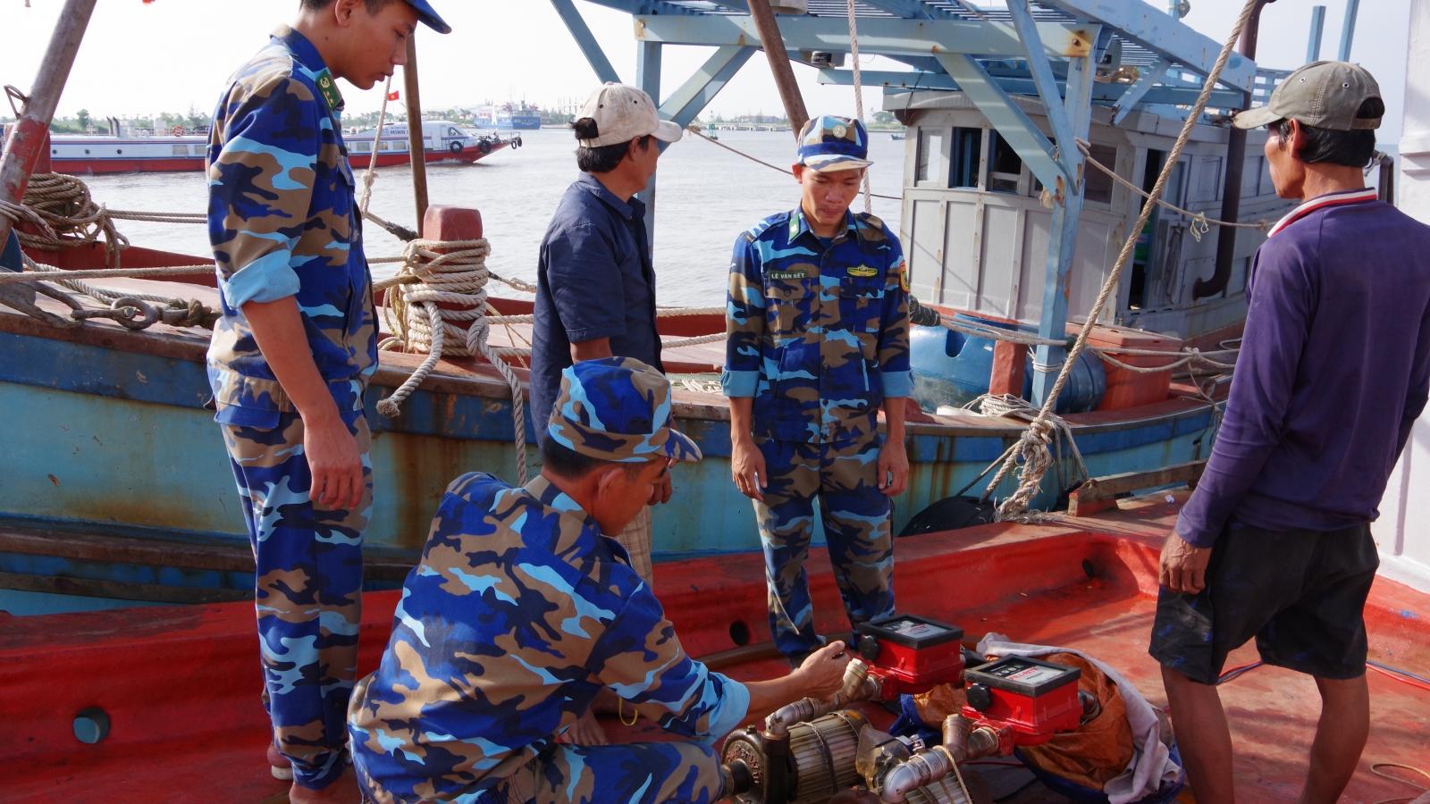 Bắt tại chỗ tàu vận chuyển mua bán dầu trái phép trên biểntại Kiên Giang