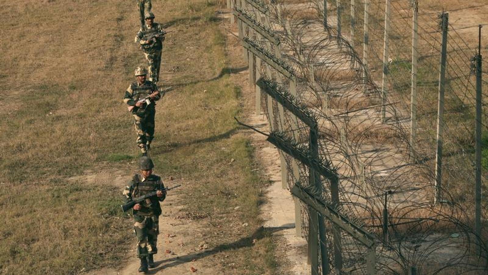 """Ấn Độ - Pakistan """"đấu pháo"""" tại Kashmir, ít nhất 14 người thiệt mạng"""