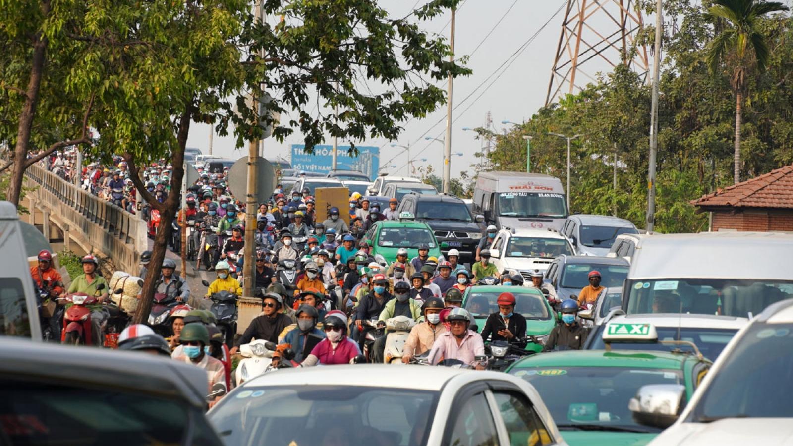 Làm gì để nâng tỷ lệ đất giao thông ở TPHCM lên 15% vào năm 2025?