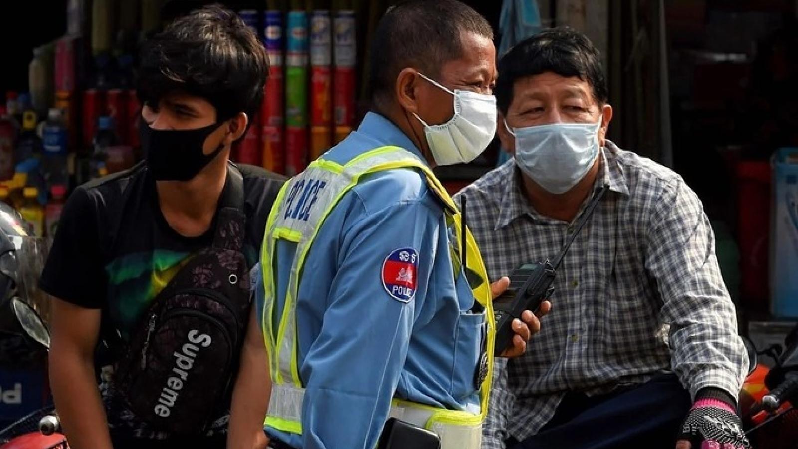 Campuchia phát khẩn cấp 2 triệu khẩu trang cho người dân thủ đô Phnom Penh