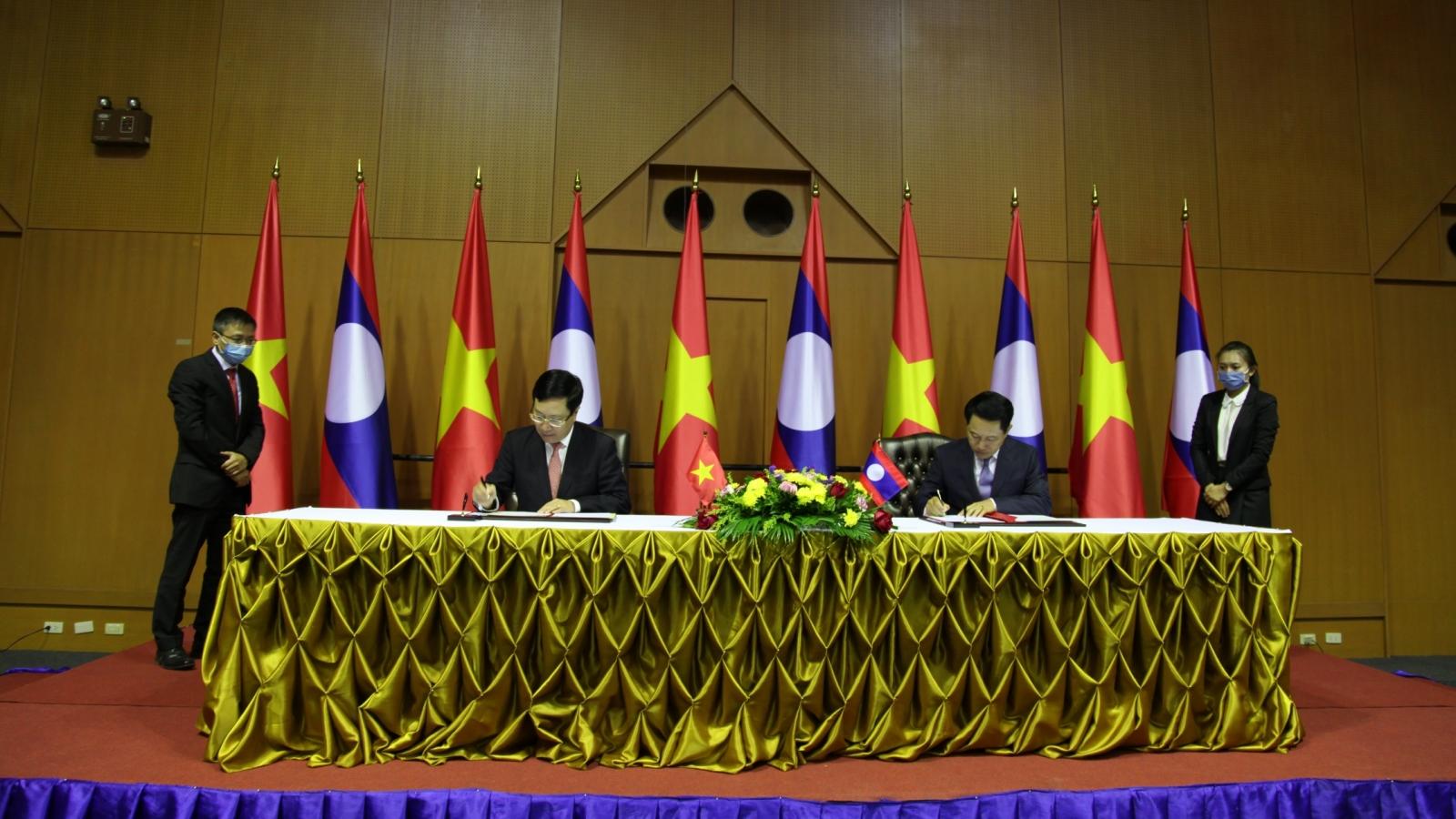 Phó Thủ tướng, Bộ trưởng Ngoại giao Phạm Bình Minh thăm Lào