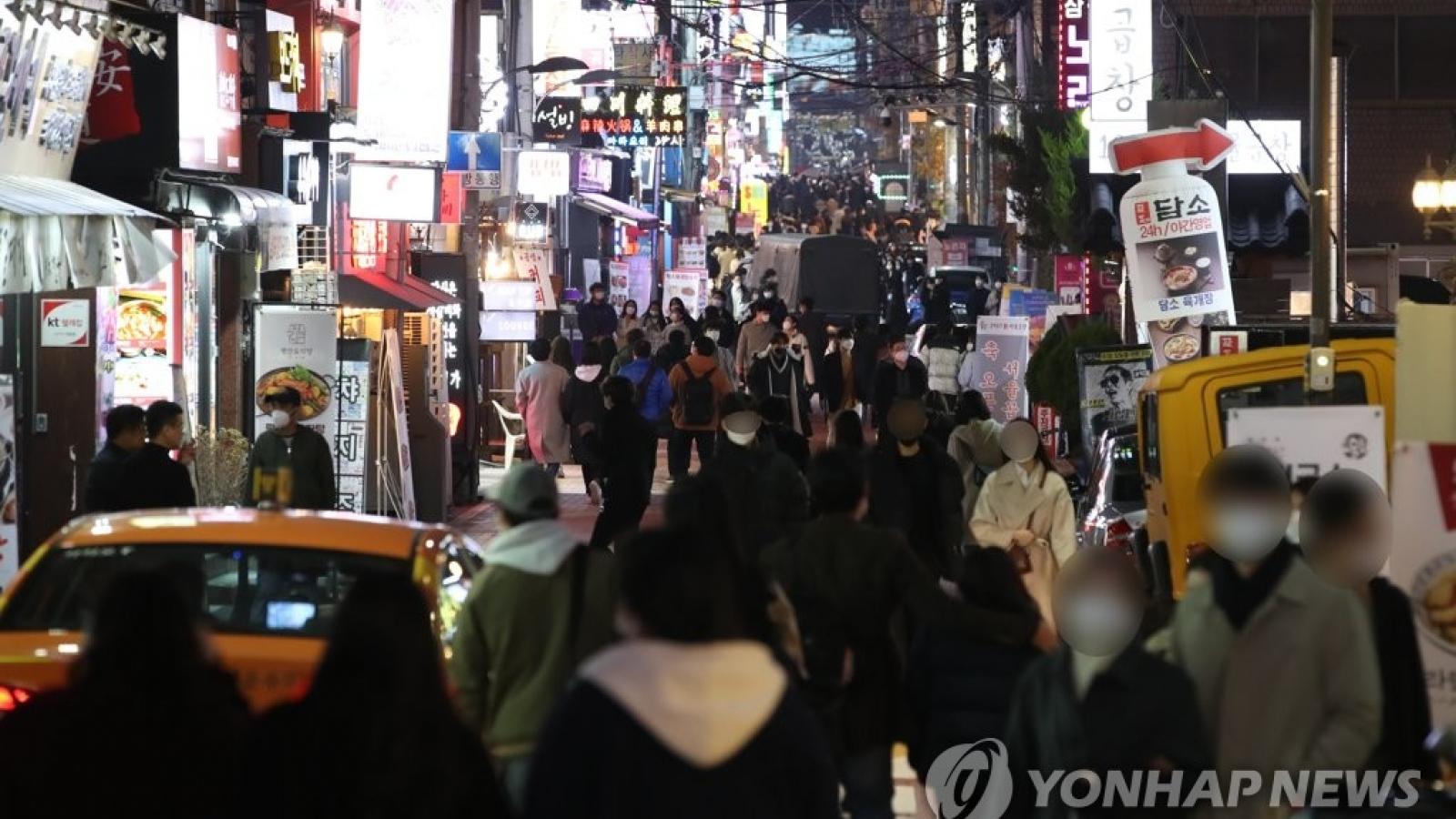 Tình trạng lây nhiễm Covid-19 ở Nhật Bản và Hàn Quốc trở nên nghiêm trọng