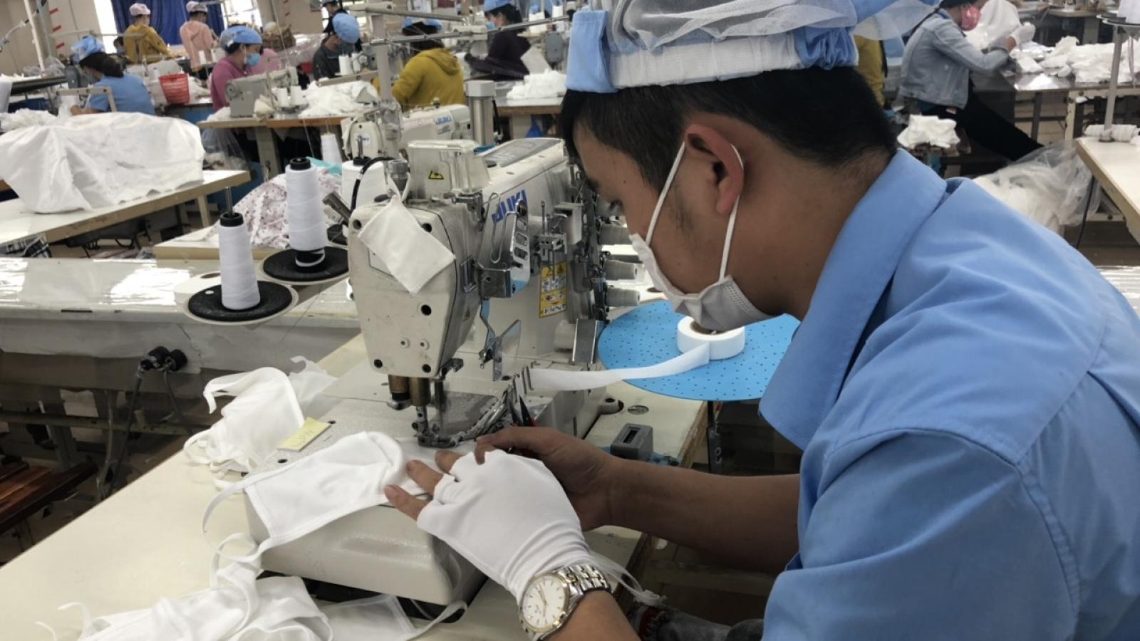 Lo lương thưởng Tết giảm, lao động loay hoay tìm việc làm thêm