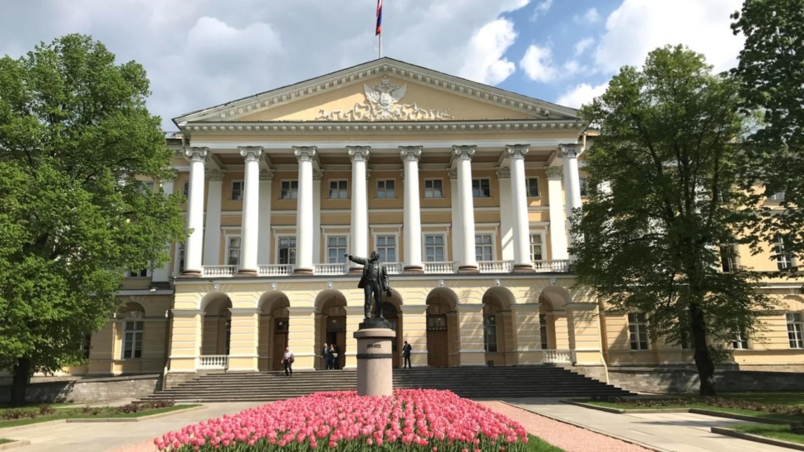 Thăm phòng làm việc của V.I.Lenin tại Điện Smolnyi