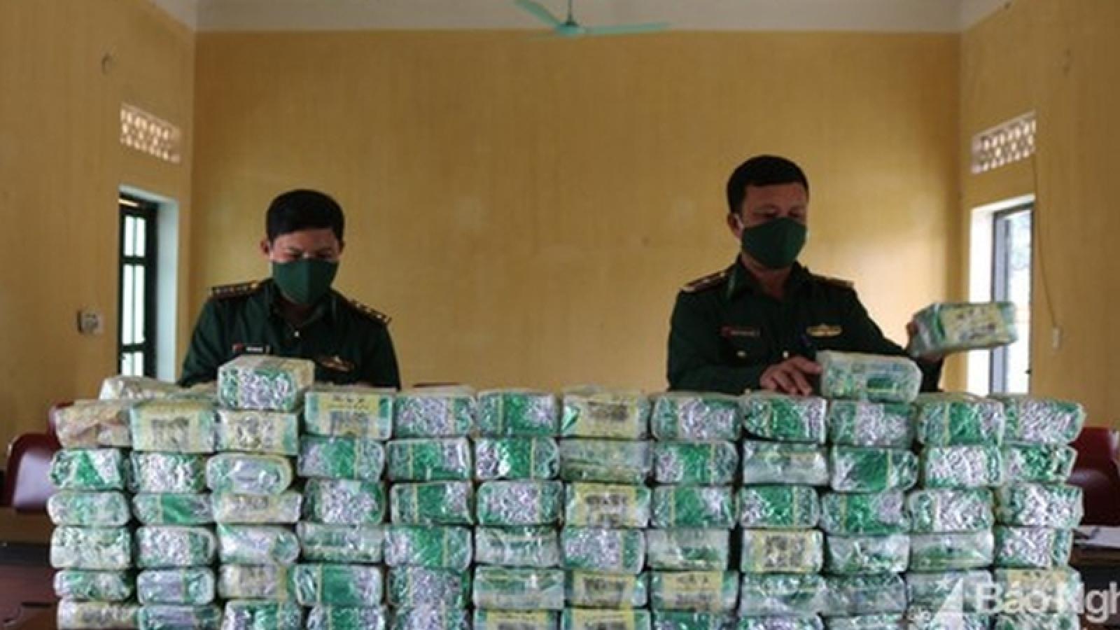 Bắt giữ vụ vận chuyển 100kg ma túy dạng đá