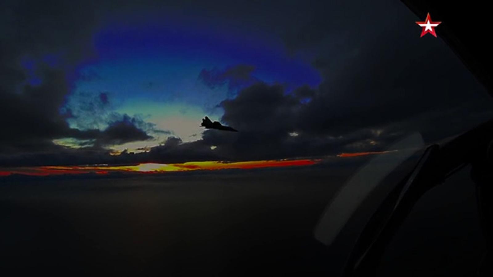 Video: MiG-31BM diễn tập tấn công đáp trả máy bay lạ trong đêm ở Kamchatka