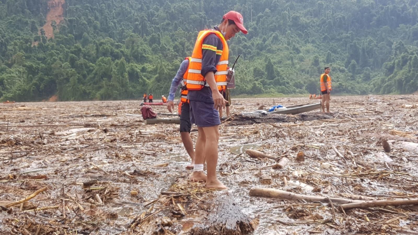 Quảng Nam còn 20 người mất tích, tạm dừng tìm kiếm chờ qua bão số 10