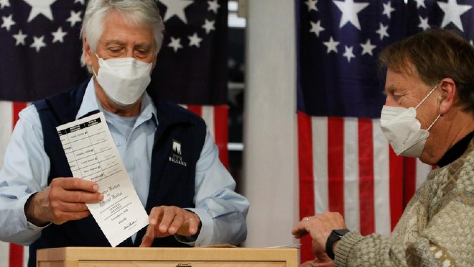 Bầu cử Mỹ diễn ra suôn sẻ: Nhận định kết quả bỏ phiếu ở một số bang