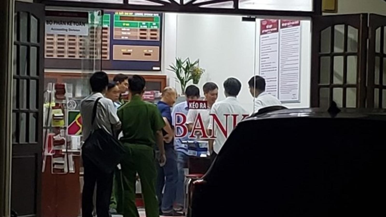 Truy tìm đối tượng nghi cầm lựu đạn vào cướp ngân hàng ở Đồng Nai