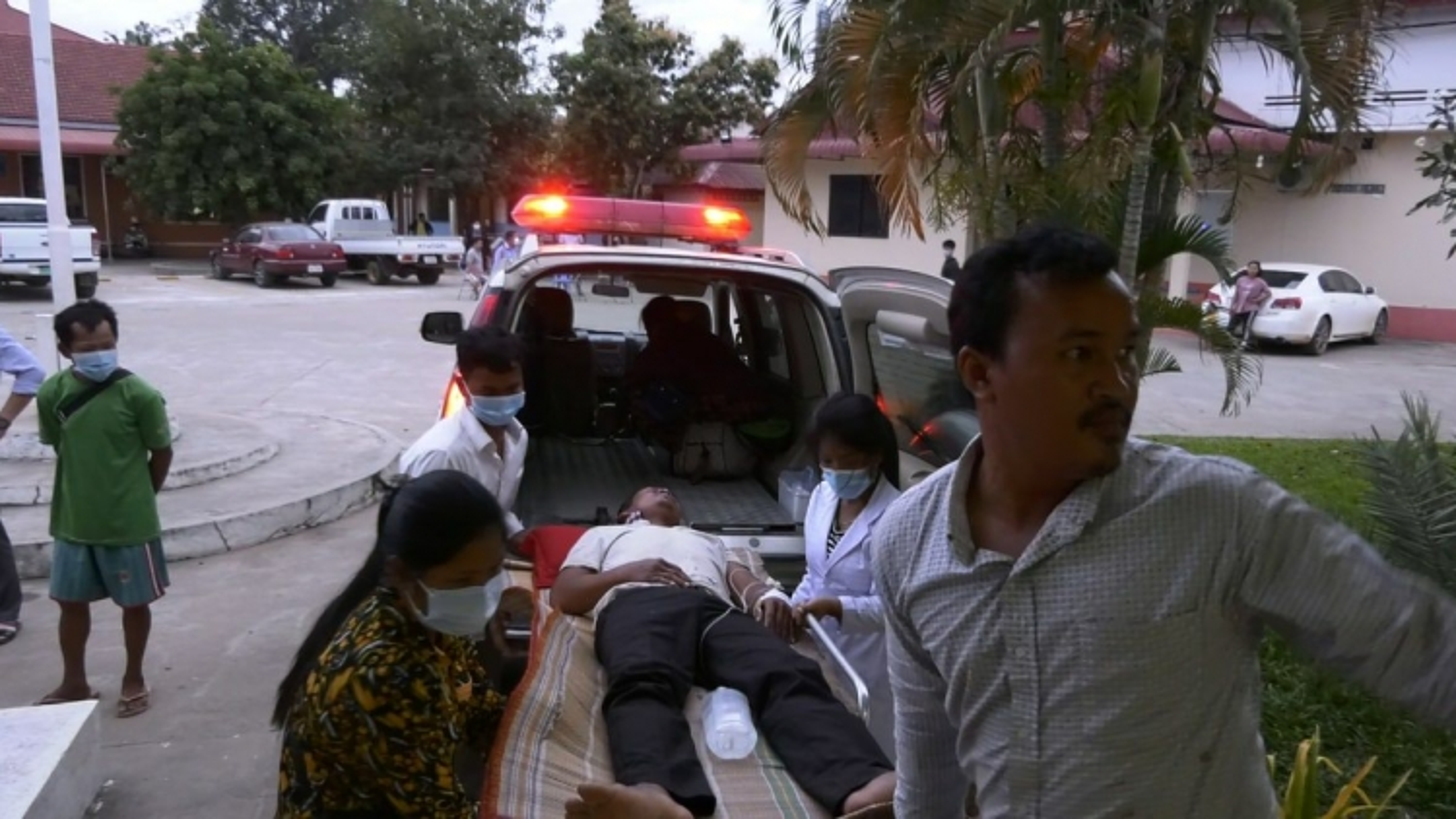 4 người tử vong, hơn 100 người nhập viện do ngộ độc rượu ở Campuchia