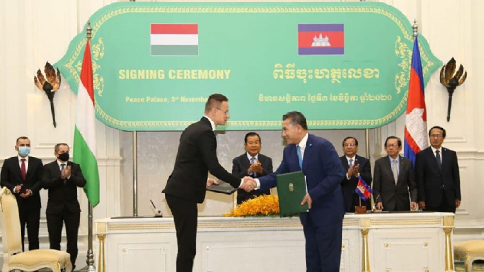 Campuchia cách ly toàn bộ lãnh đạo và cán bộ tiếp xúc với Ngoại trưởng Hungary