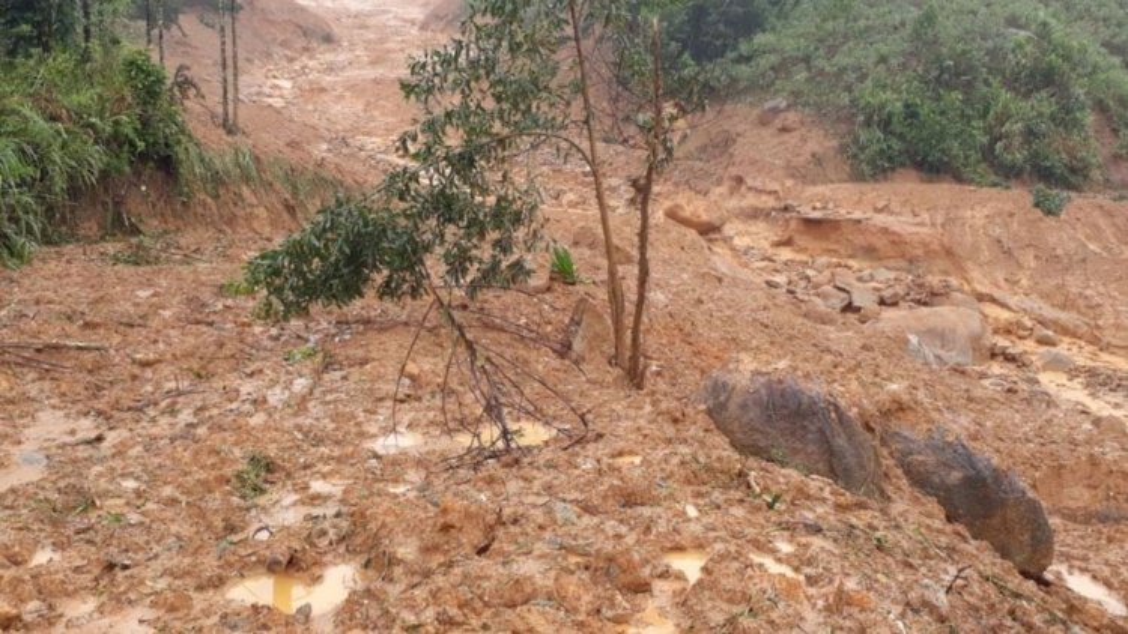 Floods and heavy rain ravage central region