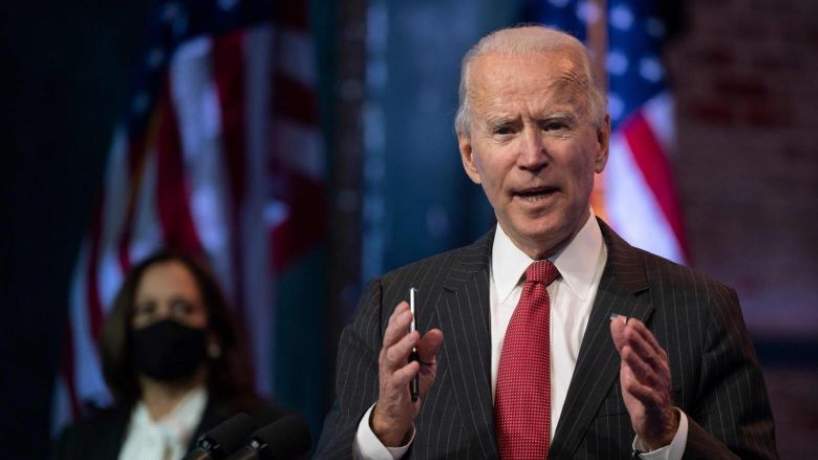 """Ông Biden chỉ trích Tổng thống Trump """"vô trách nhiệm"""""""