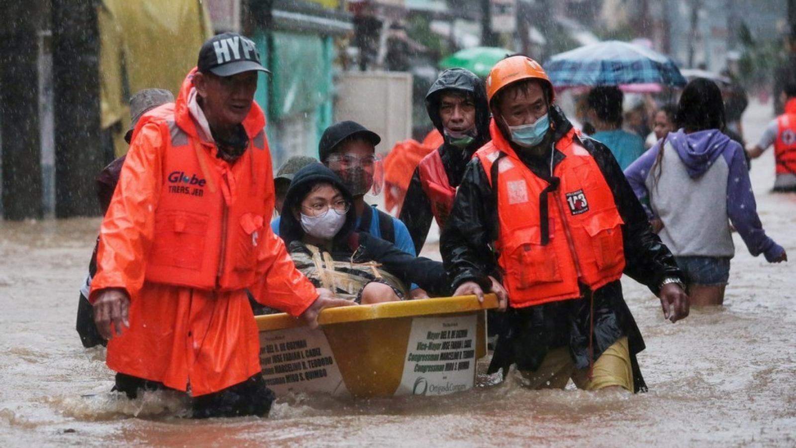 Philippines chật vật cứu hàng nghìn người dân bị cô lập vì nước lũ