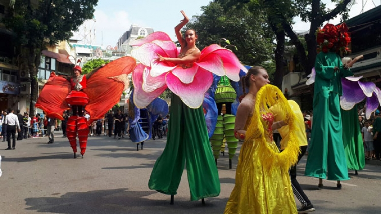 Hoan Kiem Lake to host displays of local, foreign cultures