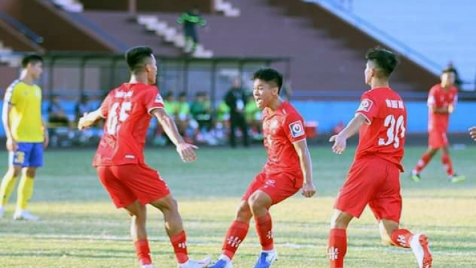Đội bóng mượn 9 cầu thủ HAGL gục ngã trước dàn tài năng lò Hà Nội