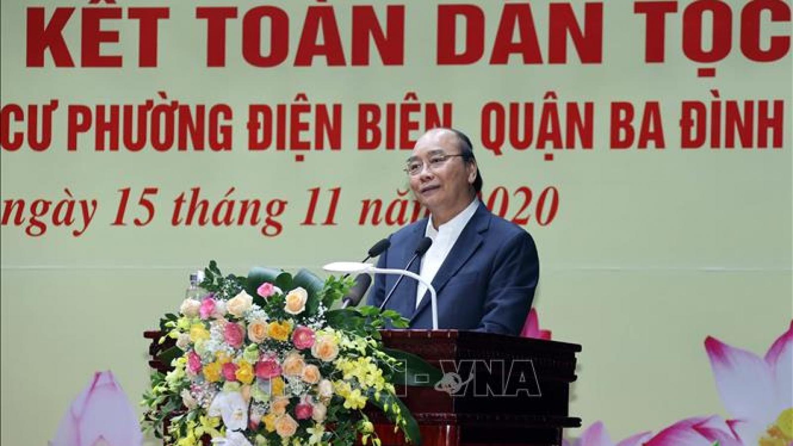 Thủ tướng chung vui cùng bà con phường Điện Biên trong ngày hội Đại đoàn kết dân tộc