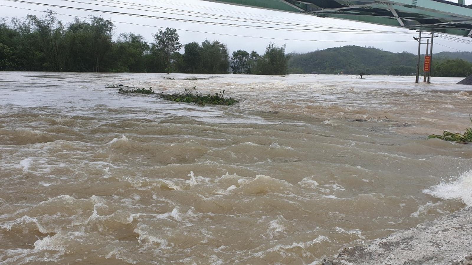 Sau bão, lại lo ngập lụt cục bộ, sạt lở