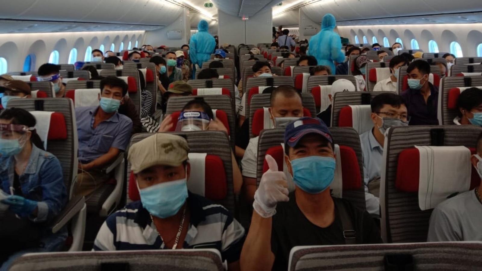 Đưa gần 50 người Việt từ Mozambique và Na Uy quá cảnh tại Qatar về nước