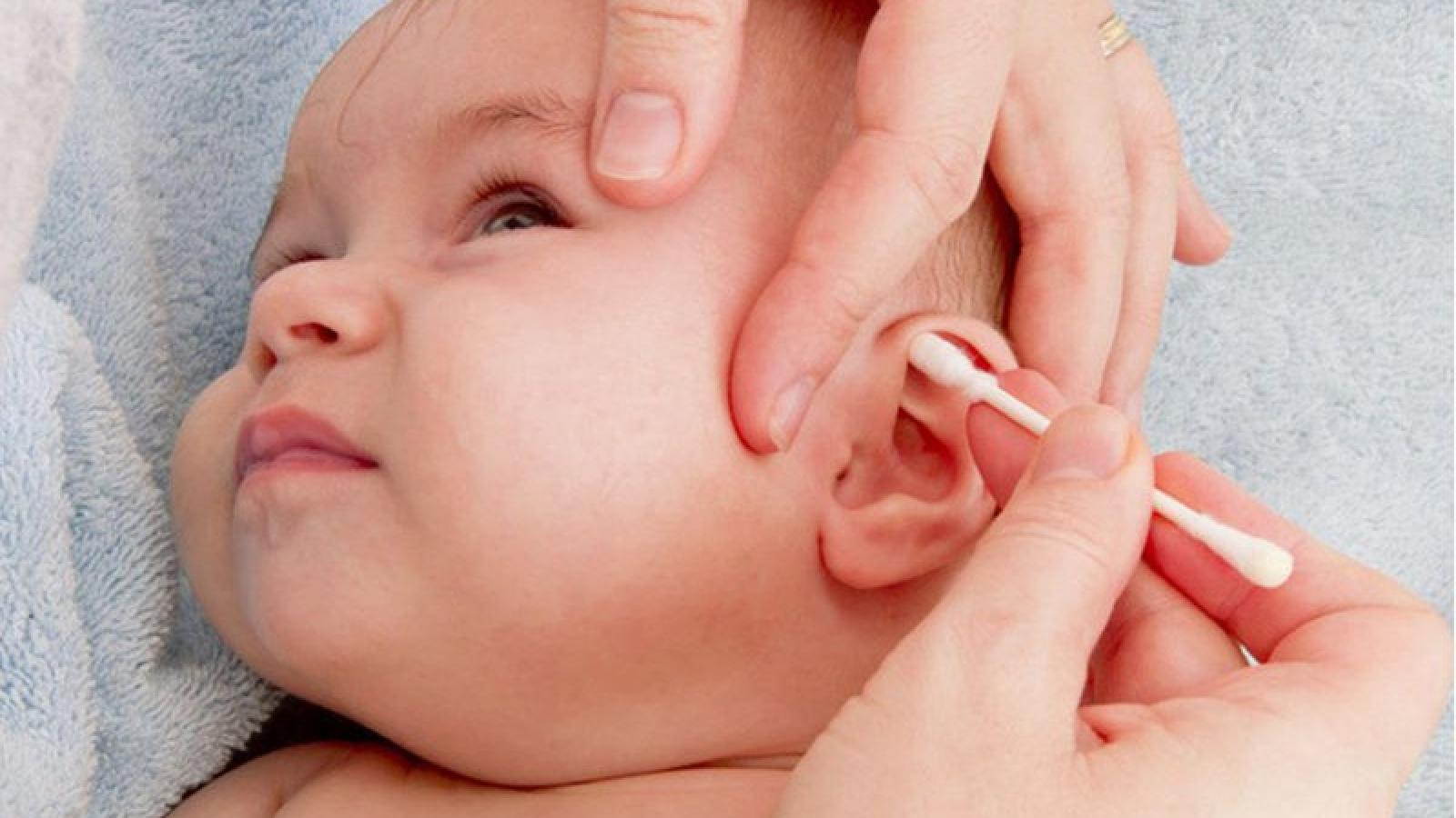 Cách lấy ráy tai cho bé không đau