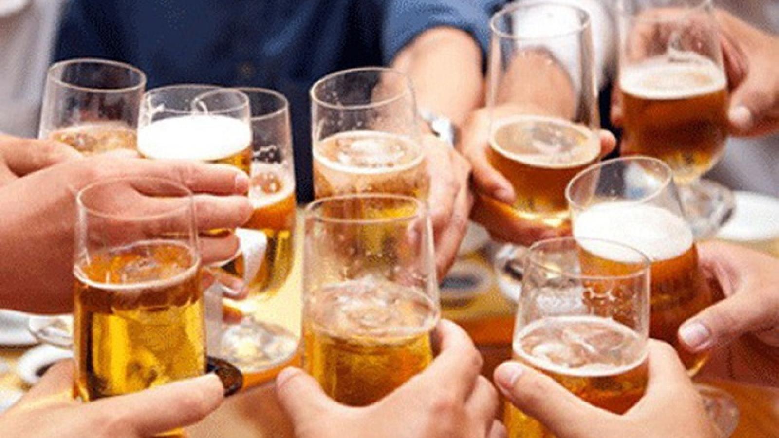 Phạt sếp để nhân viên uống rượu, bia trong giờ làm việc: Ai giám sát, ai phạt?