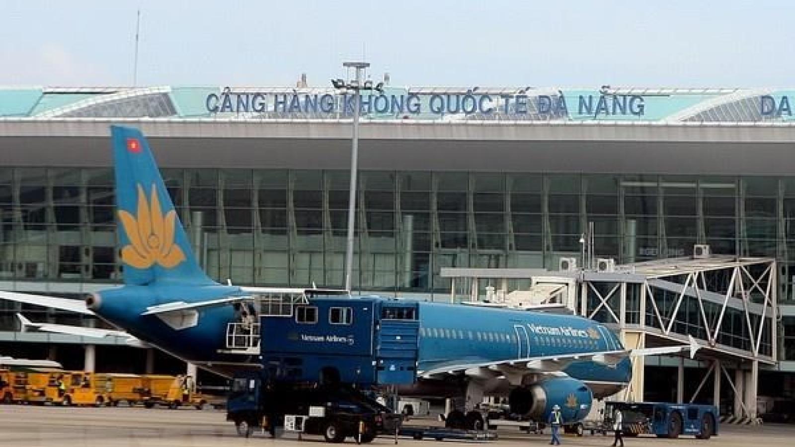 Sân bay đóng cửa, các hãng hủy bay do ảnh hưởng của bão số 13