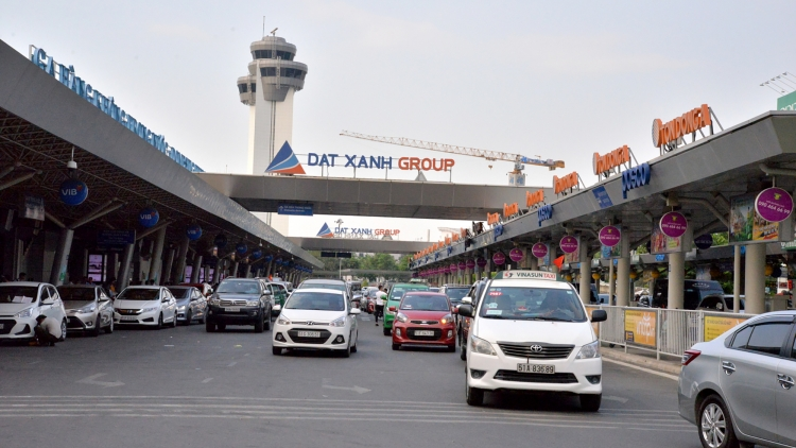 Đề xuất nghiên cứu xây cầu bộ hành ở sân bay Tân Sơn Nhất