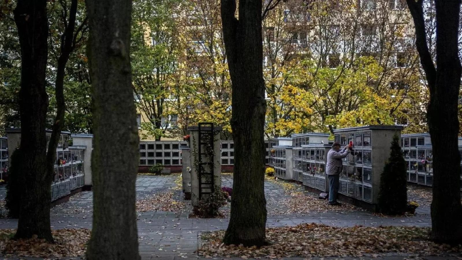 Các điểm hỏa táng tại Séc quá tải khi số người tử vong do Covid-19 tăng đột biến
