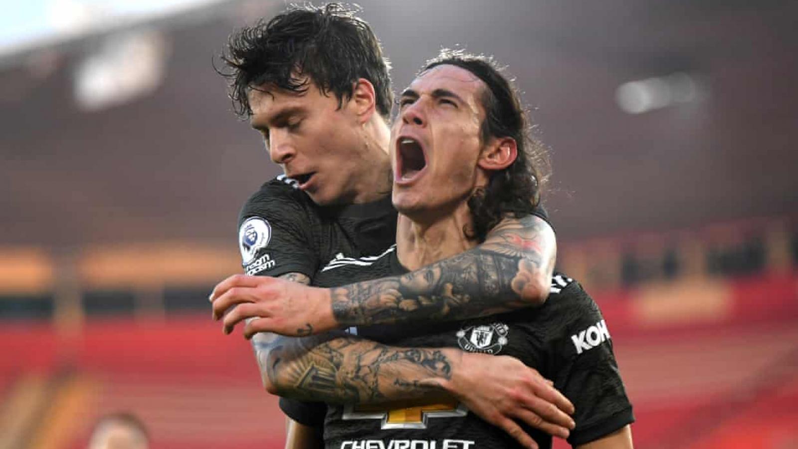 """Cavani tỏa sáng như """"một vị thần"""", MU lội ngược dòng thắng Southampton"""