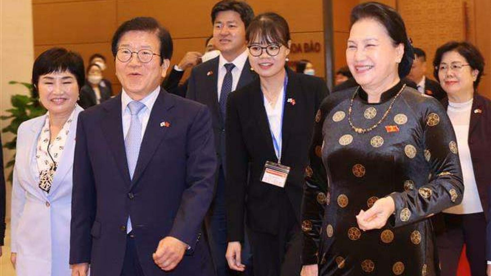 Leading RoK legislator Park Byeong Seug ends Vietnam visit