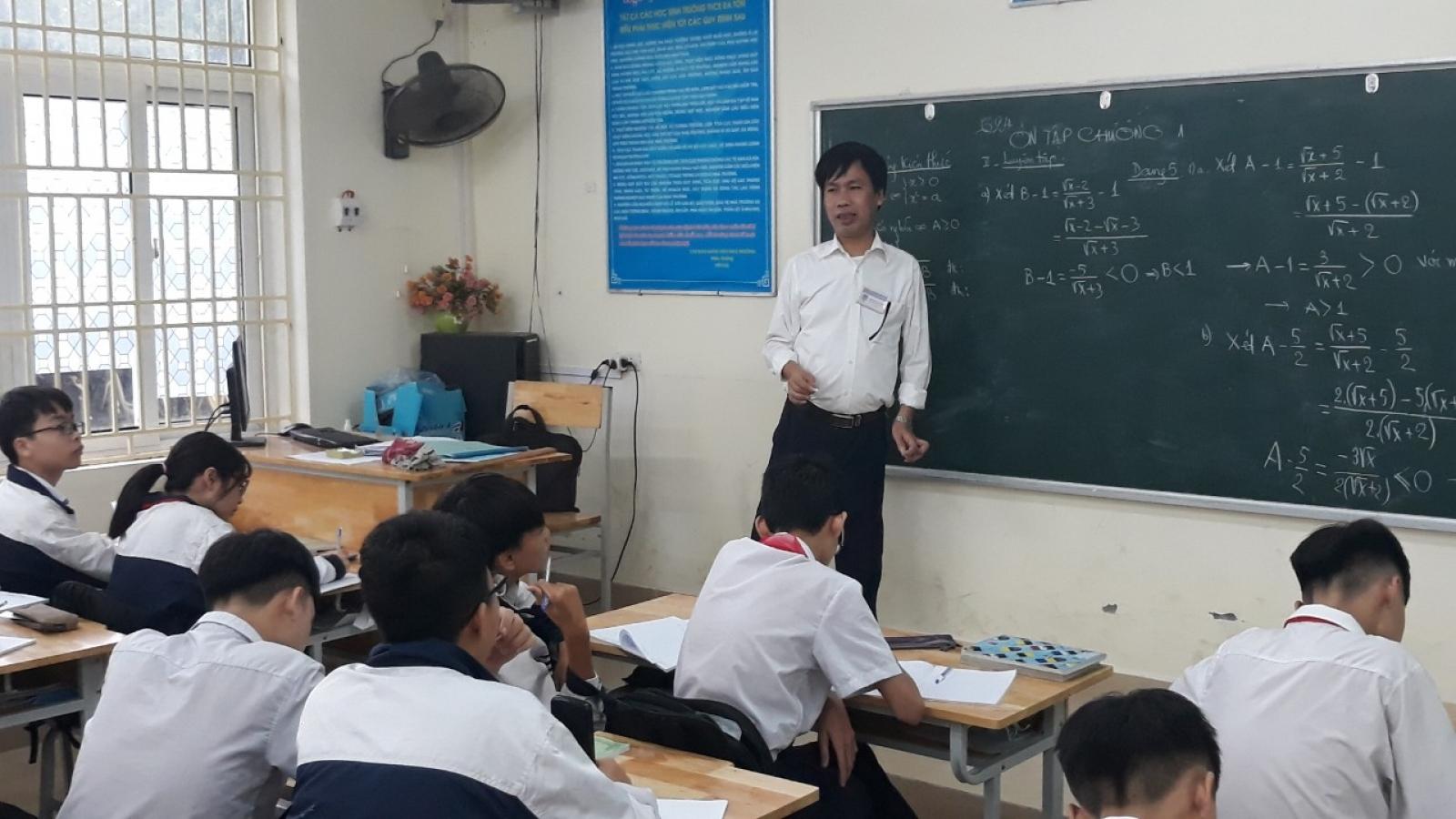 """Người thầy """"truyền lửa"""" đam mê Toán học cho các thế hệ học trò"""