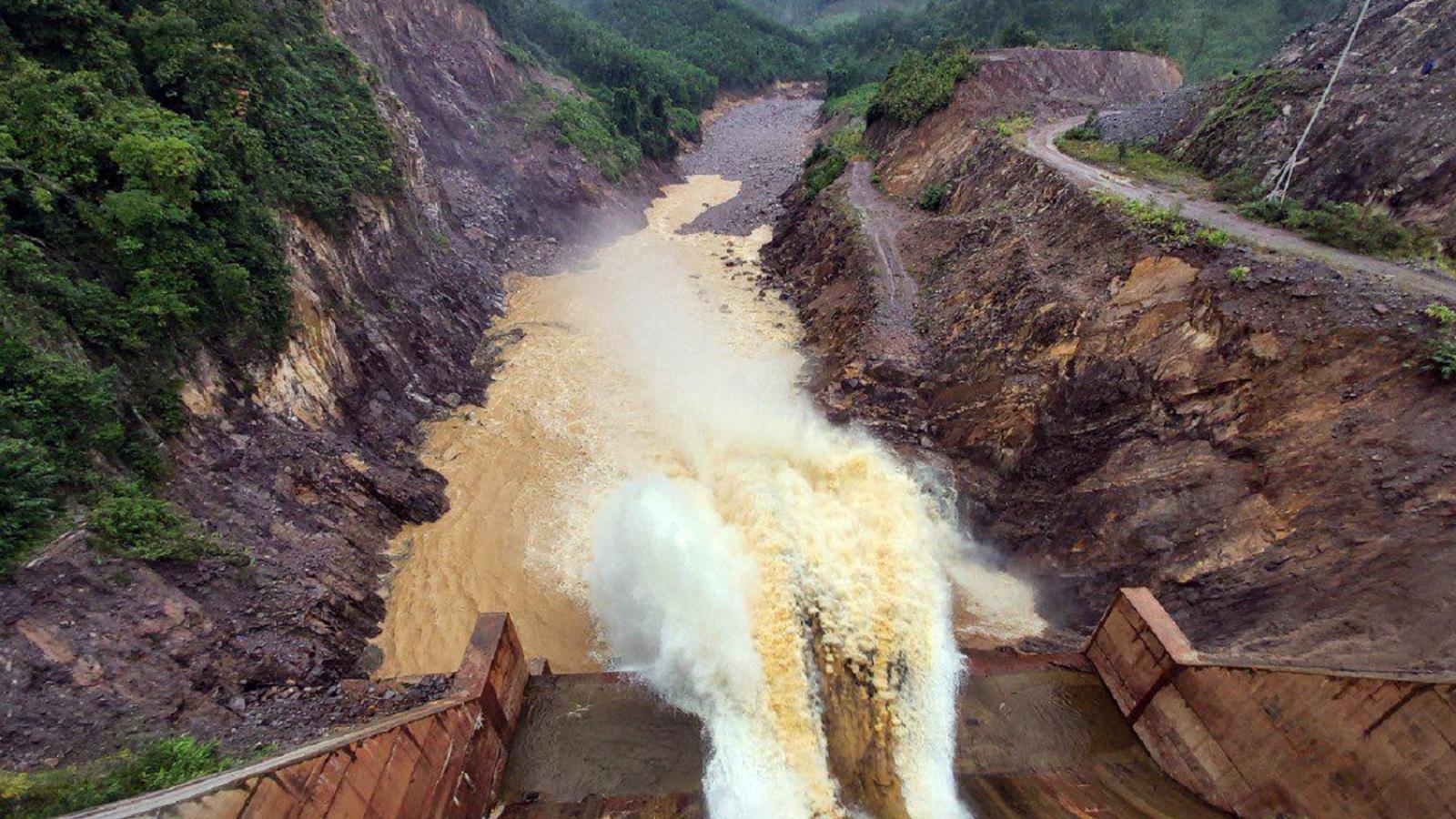 Thủy điện Thượng Nhật lại tích nước trái phép, chống lệnh của lãnh đạo tỉnh