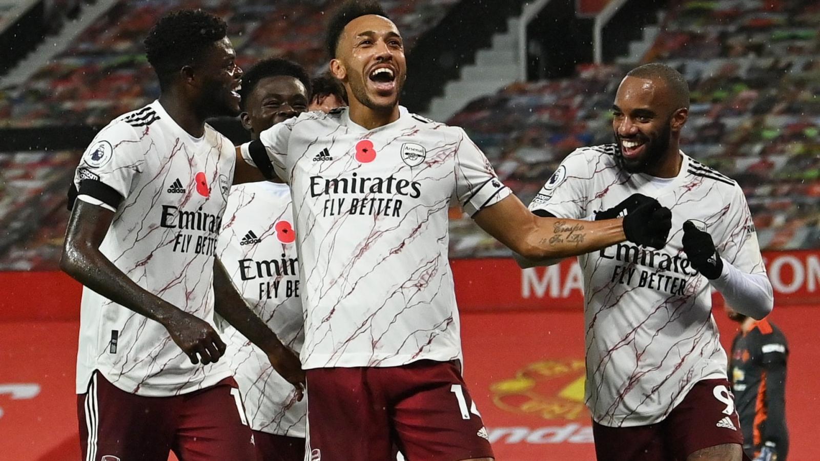 """""""Tội đồ"""" Pogba giúp Arsenal gieo ác mộng cho MU tại Nhà hát của những giấc mơ"""