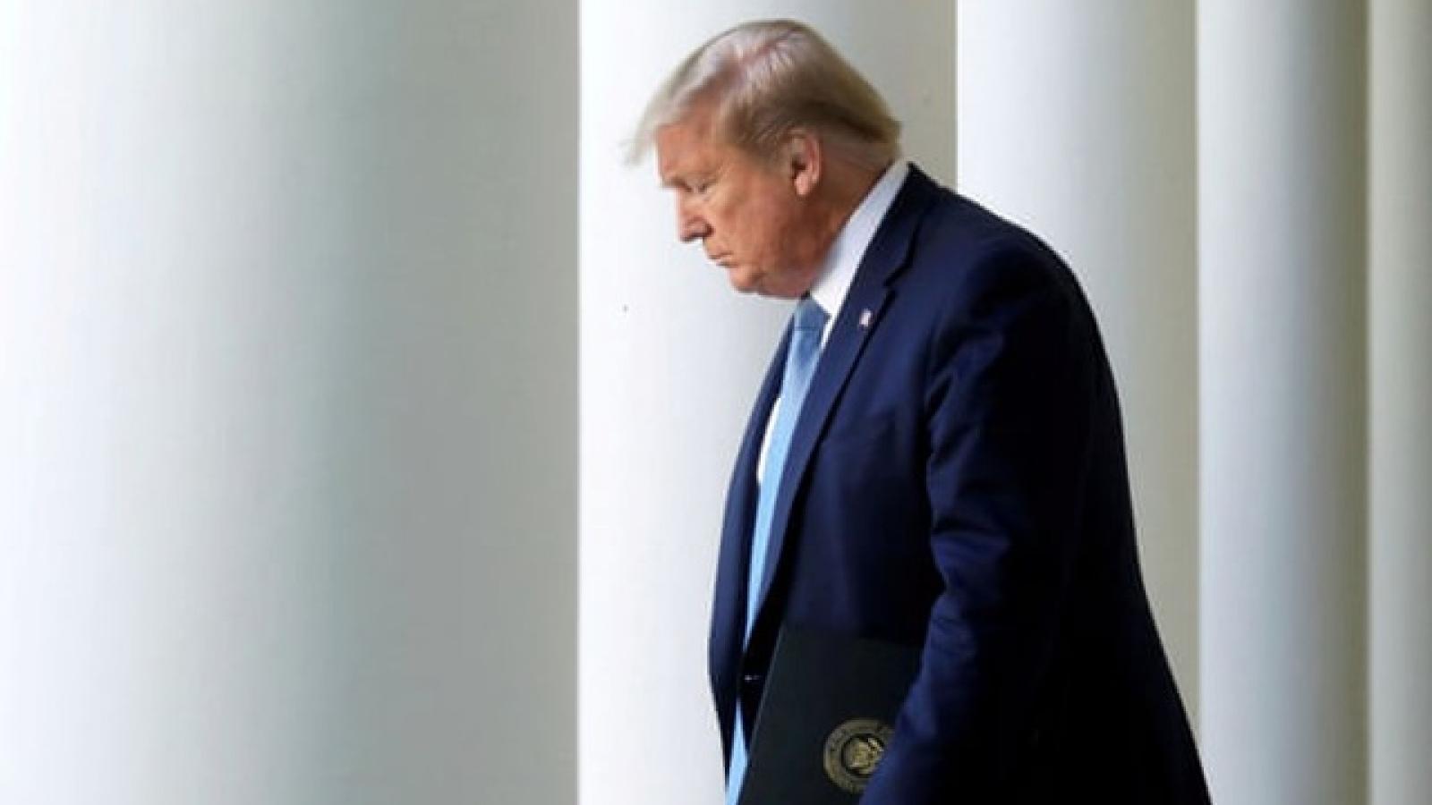 Trợ lý rời bỏ, Tổng thống Trump tiếp tục cuộc chiến pháp lý trong đơn độc