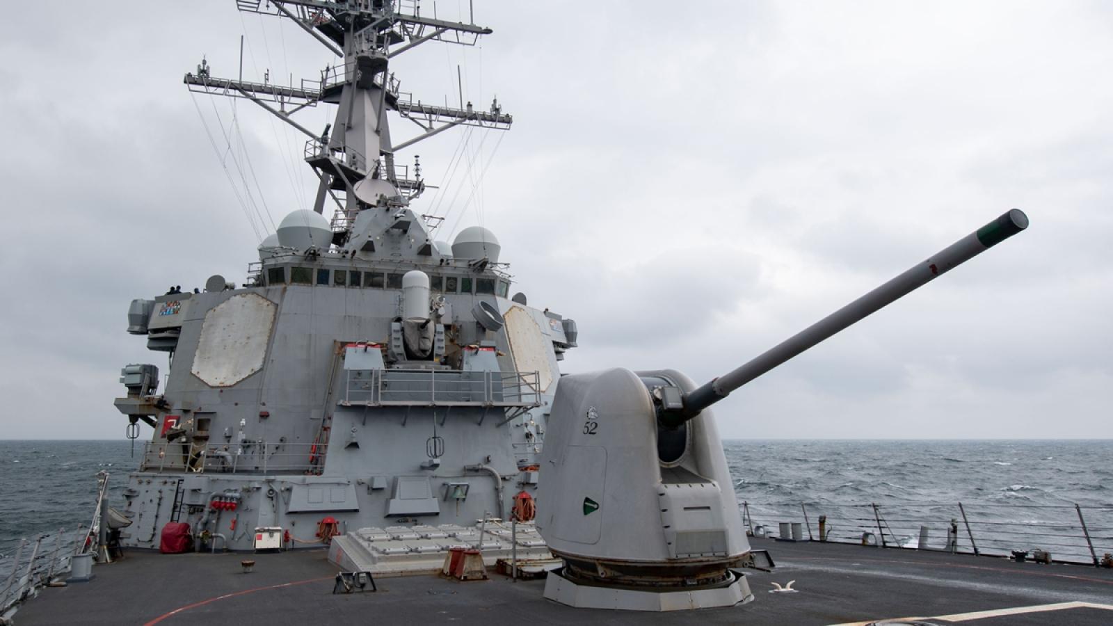 Hải quân Mỹ đưa khu trục hạm tên lửa dẫn đường USS Barry trở lại Biển Đông