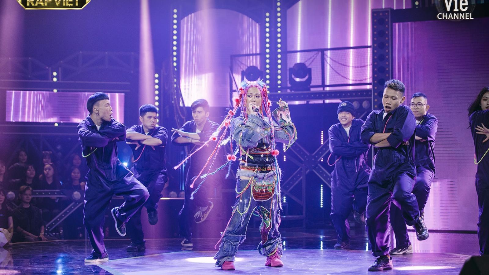 """Karik """"chết lặng"""" vì màn trình diễn của Tlinh, Dế Choắt lột bỏ lớp mặt nạ trên sân khấu"""