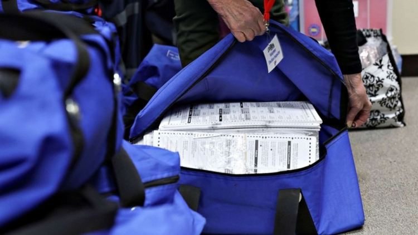 Bầu cử Mỹ: Việc kiểm phiếu lại ở các bang chiến địa diễn ra như thế nào?
