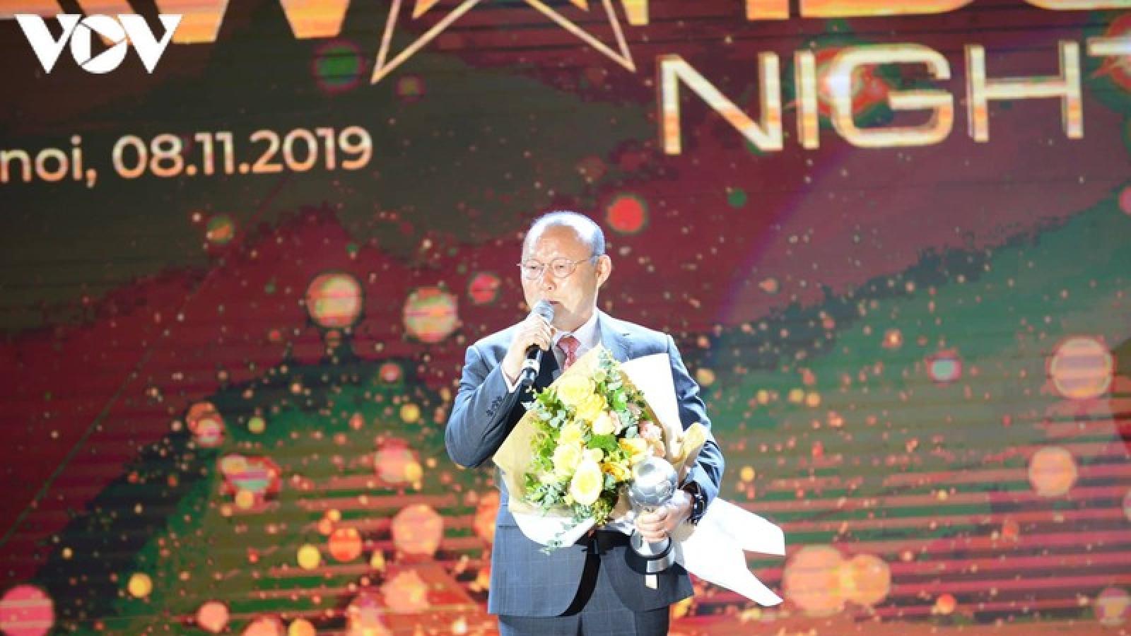 """Ngày này năm xưa: HLV Park Hang Seo và Quang Hải """"thống trị"""" AFF Awards"""