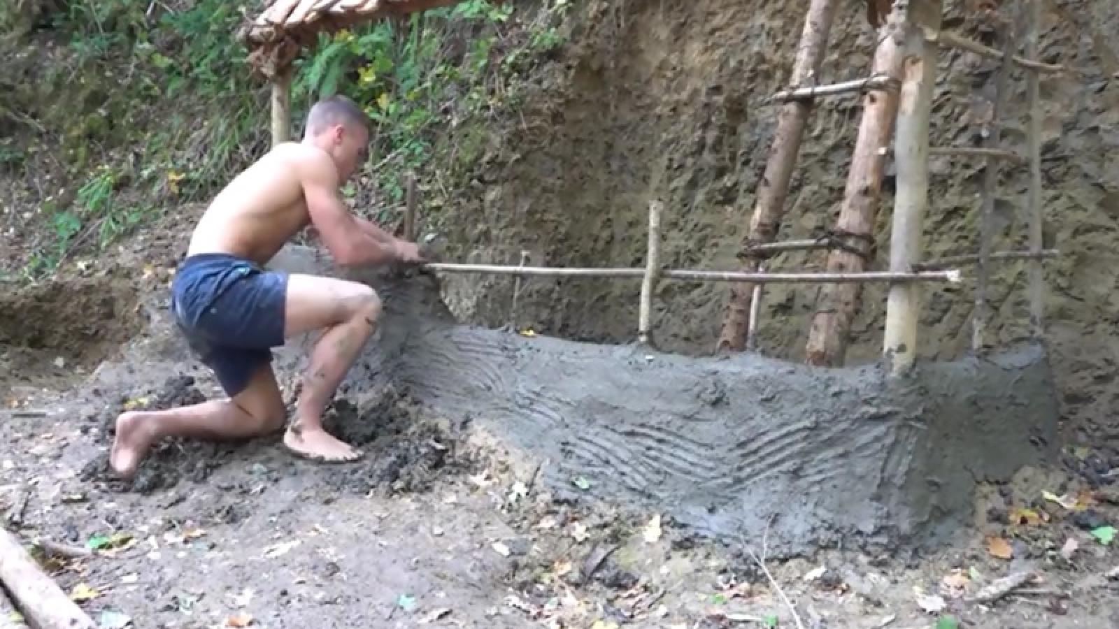 """Video: Chàng """"Tarzan Anh"""" làm nhà, xây lò, và tạo lửa bằng công cụ nguyên thủy"""