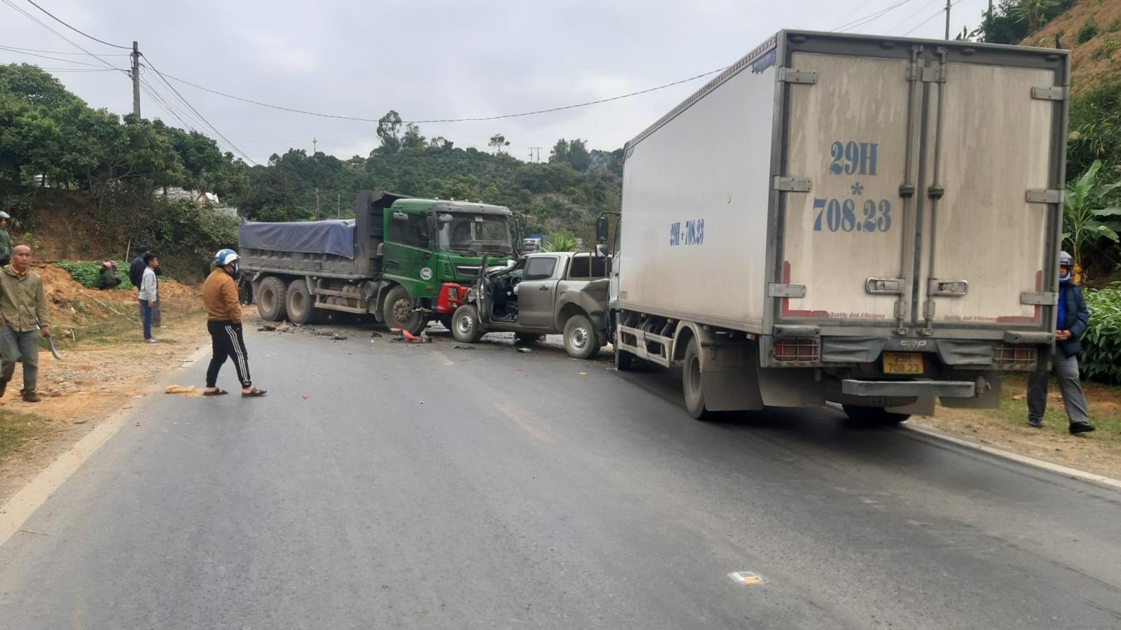 Tai nạn liên hoàn trên Quốc lộ 6 khiến giao thông ùn tắc cục bộ