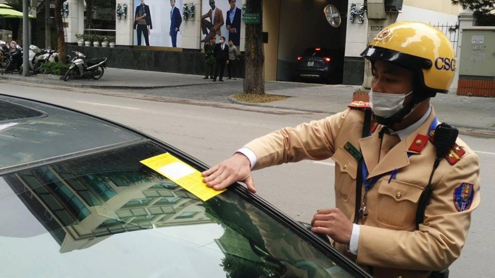 CSGT Hà Nội ra quânphạt nguội lỗi dừng đỗ trên các tuyến phố