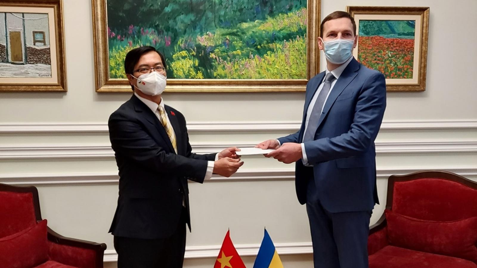 Đại sứ Việt Nam trình bản sao Uỷ nhiệm thư tới Bộ Ngoại giao Ukraine
