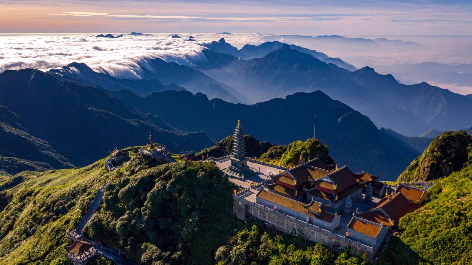 """Du lịch Việt Nam """"thoát mác"""" bình dân như thế nào?"""