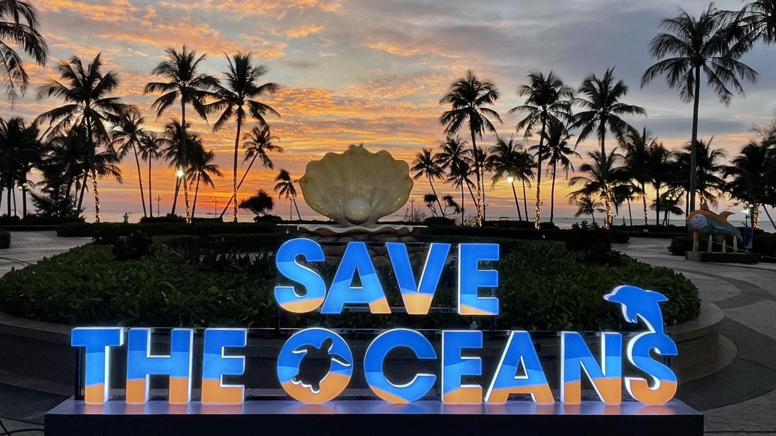 """Đảo ngọc Phú Quốc đón mùa lễ hội với triển lãm ánh sáng """"Save the Oceans"""""""