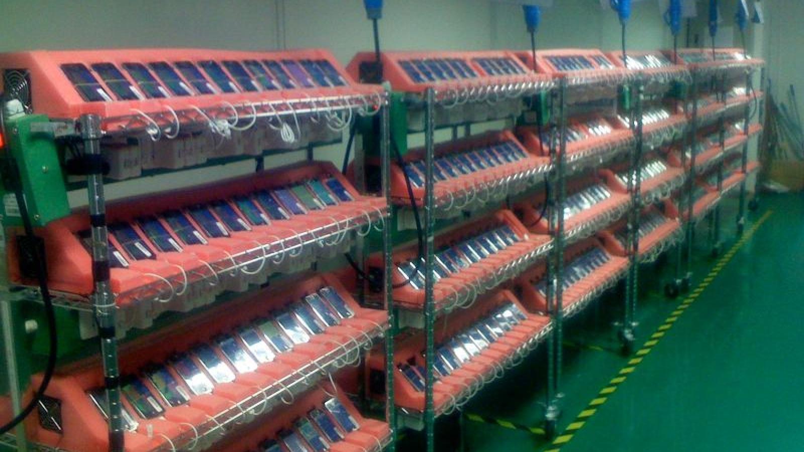Những hình ảnh hiếm về dây chuyền sản xuất iPhone 2007