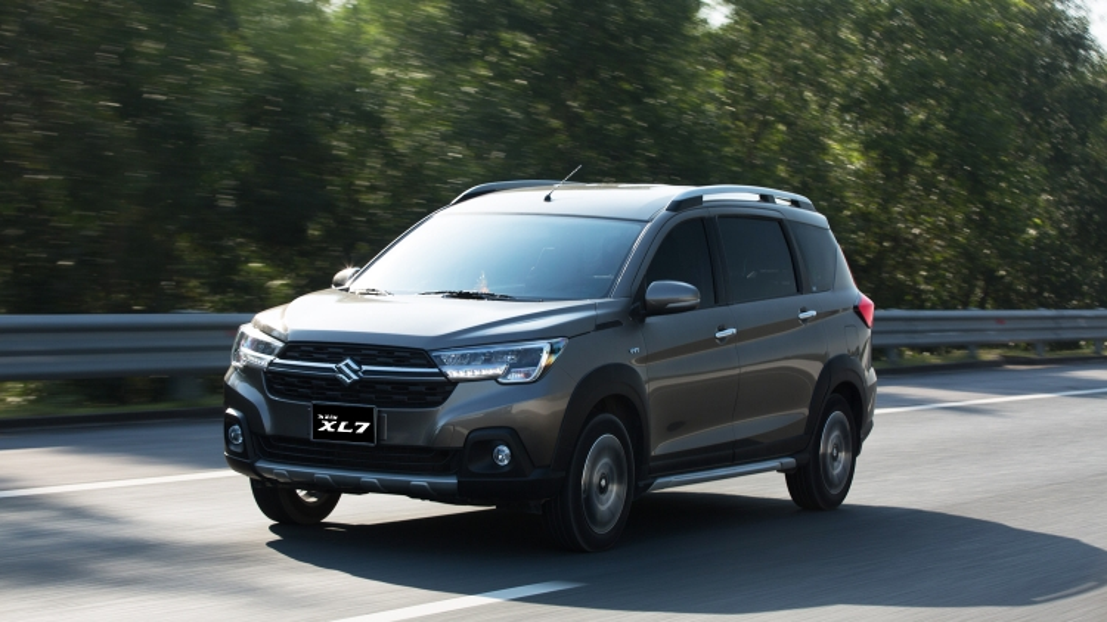 """Suzuki khuyến mãi lớn nhất năm: XL7 """"đại náo"""" phân khúc SUV 7 chỗ"""