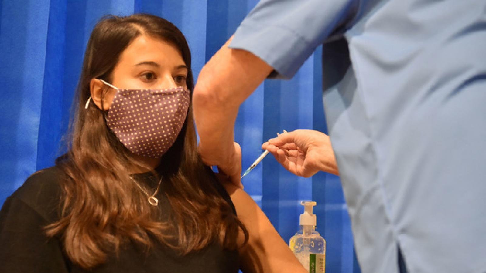 FDA Mỹ khuyến nghị cấp phép sử dụng khẩn cấp vaccine ngừa Covid-19 của Pfizer và BioNTech